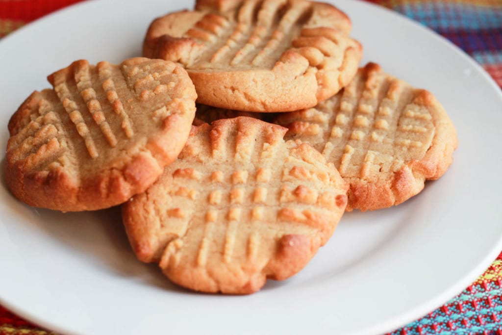 Classic Peanut Butter Cookies - Soft, crisp cookies that melt in your ...