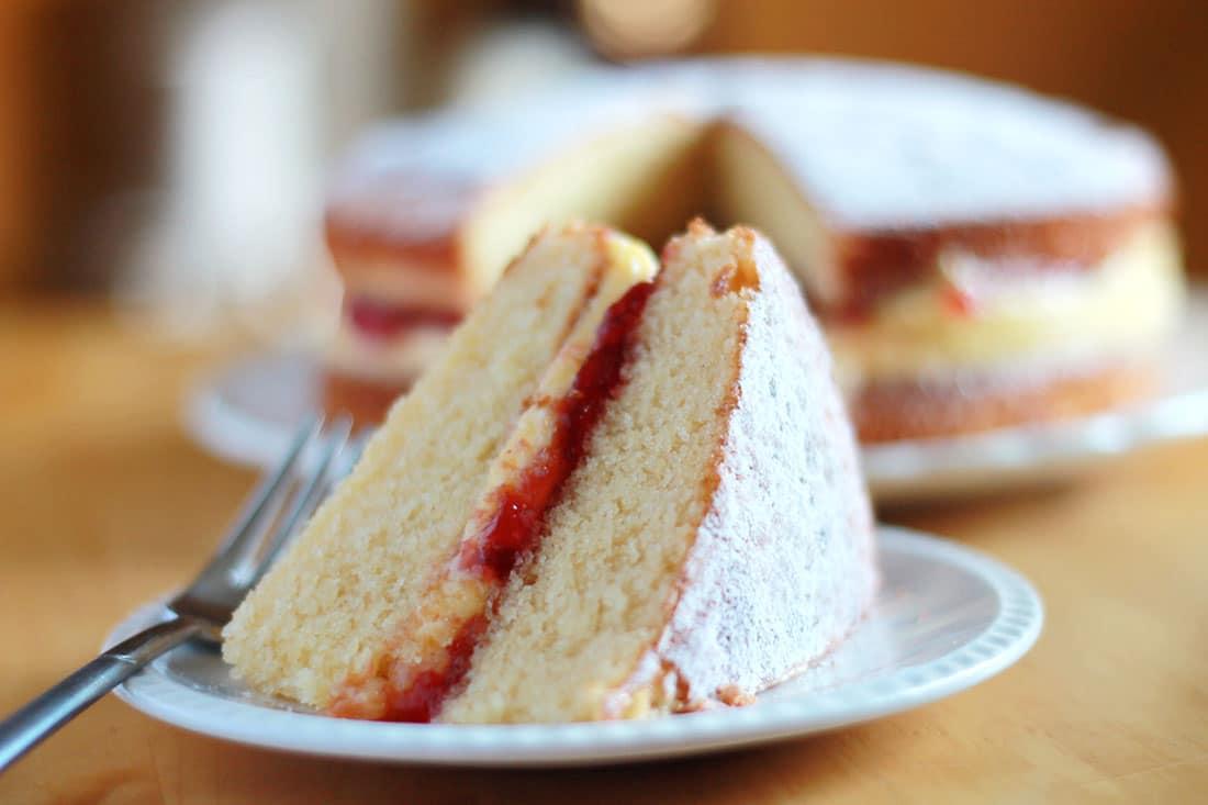 How To Make Victoria Sponge Cake Filling