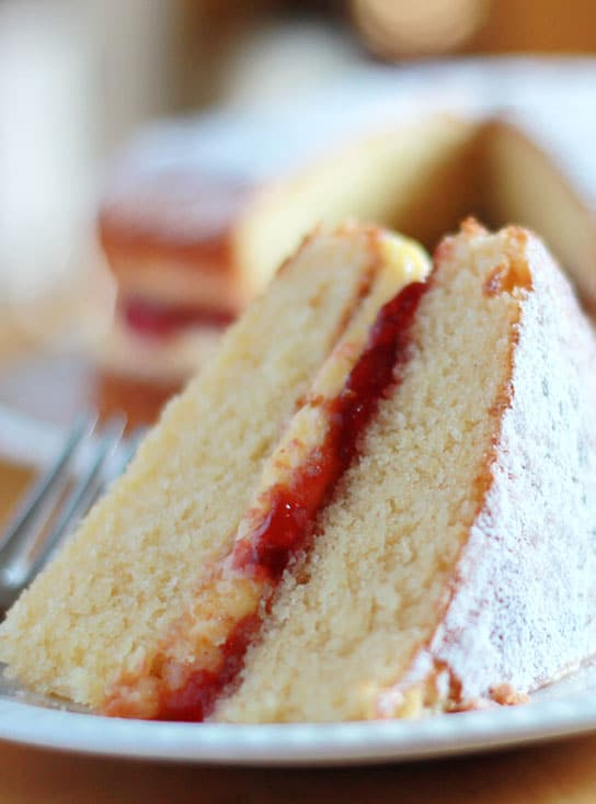How To Make Victoria Sponge Cake Filling