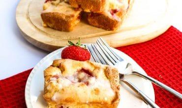 Fresh Strawberry Cake with Cream Cheese Icing