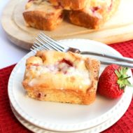 Fresh Strawberry Drizzle Cakes