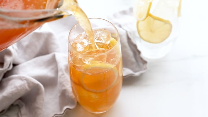 Pour sweet lemon iced tea over lots of ice and lemon slices