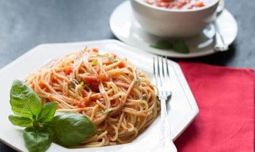 Quick & Easy Tomato Basil Pasta Sauce