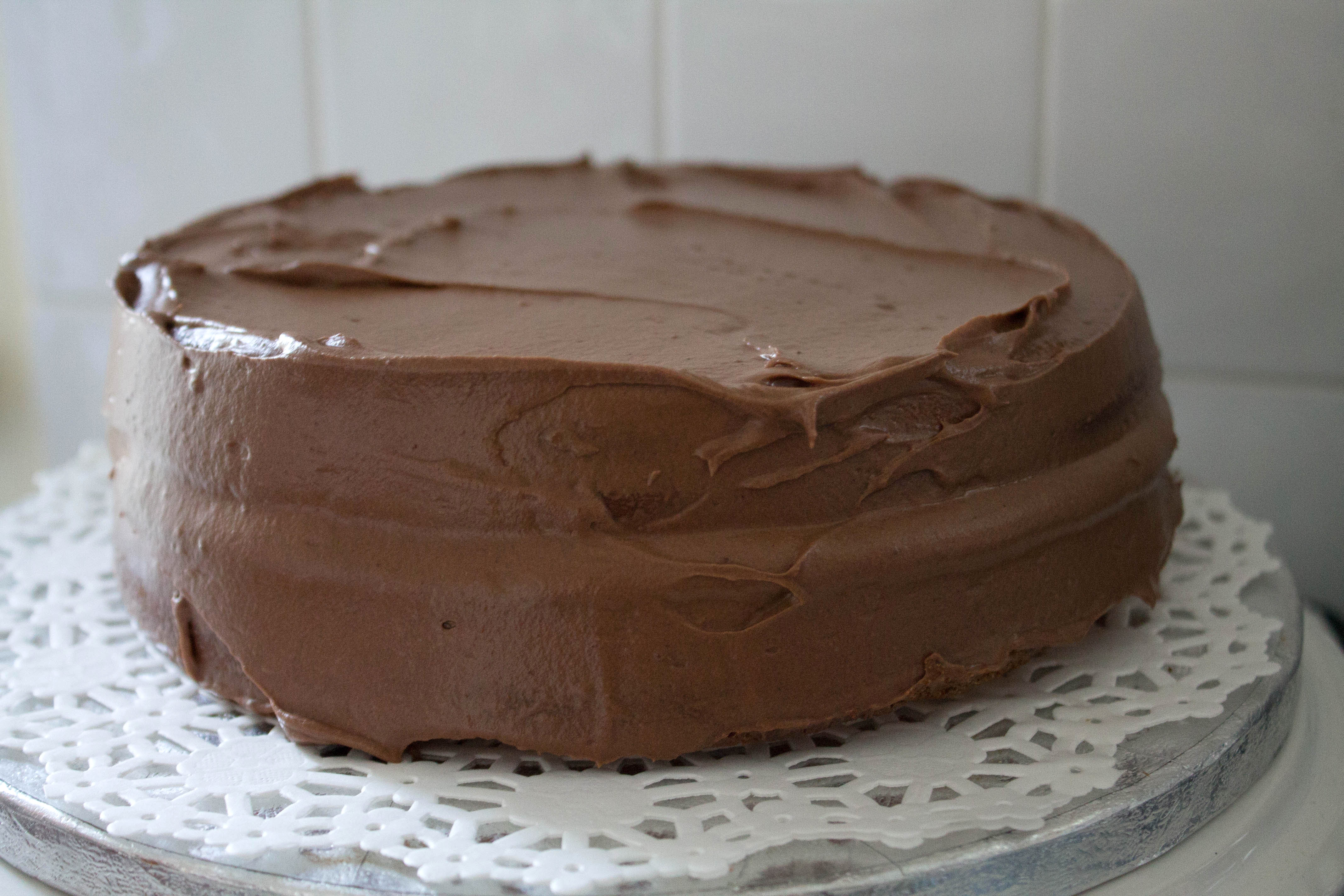 Rich Vanilla Cake with Chocolate Fudge Icing - Erren's Kitchen