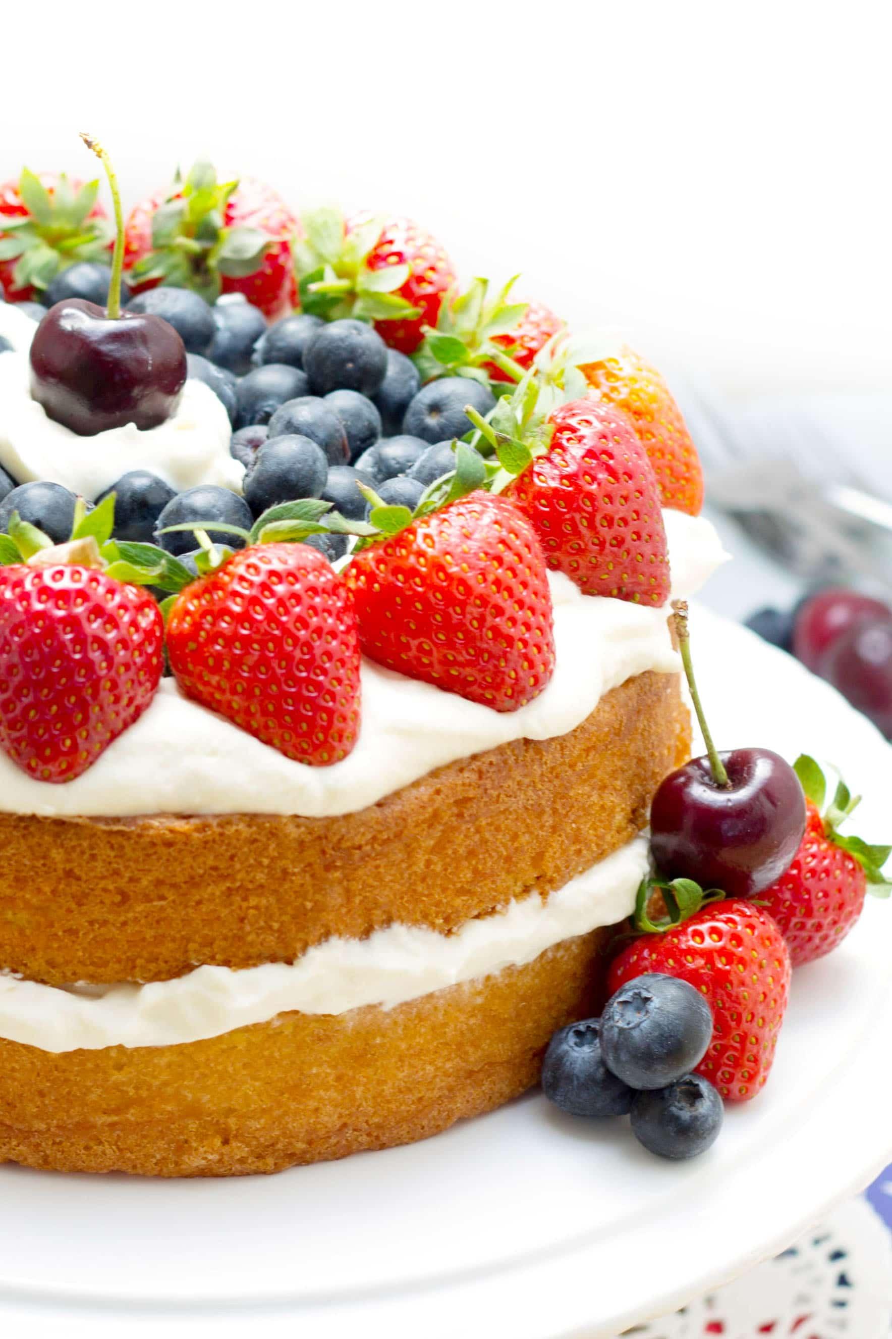 Patriotic vanilla cream sponge cake red white and blue for Basic vanilla sponge