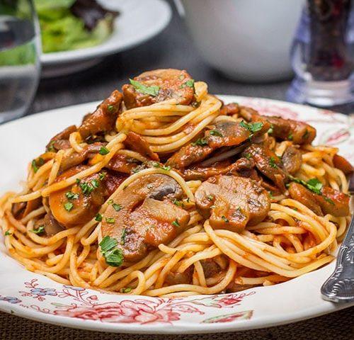 spaghetti with mushroom tomato sauce erren s kitchen
