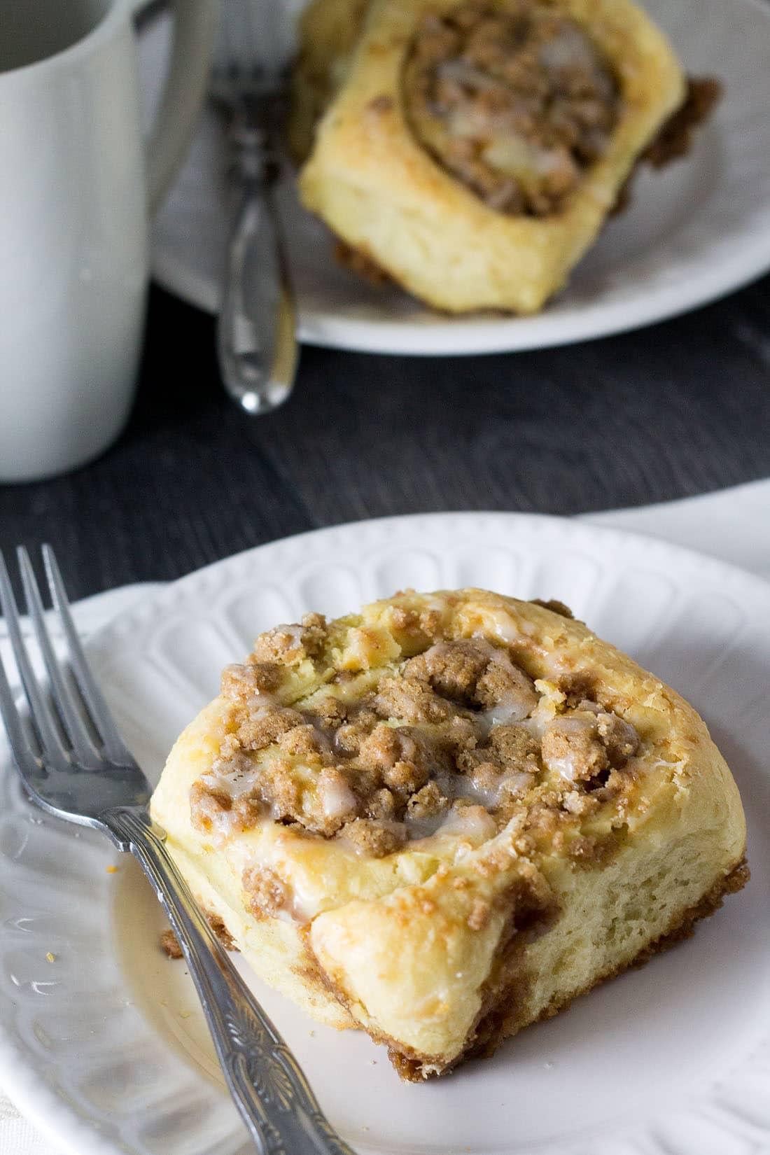 Cinnamon-Crumb-Buns-errenskitchen.com
