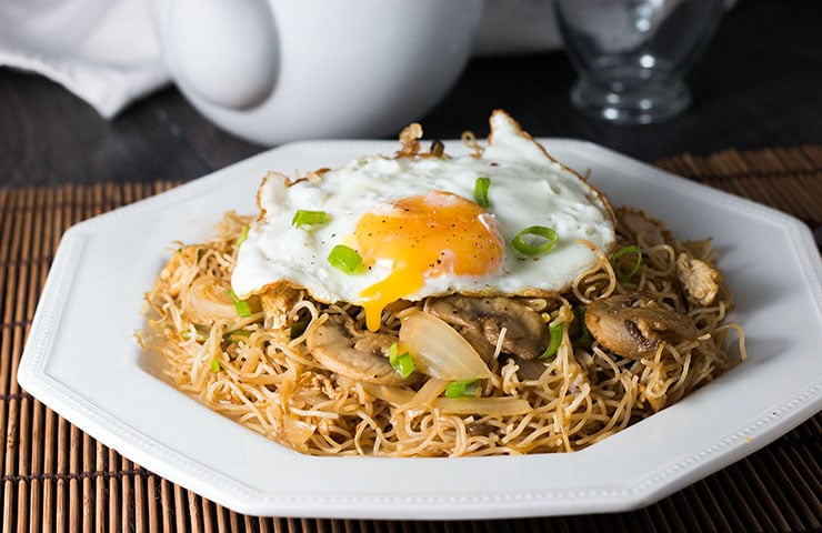 Fried Eggs with Chinese Noodles - Erren's Kitchen