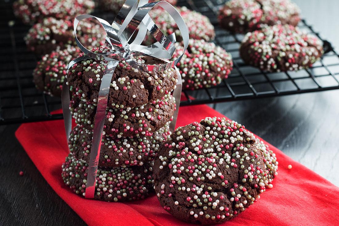 Chocolate Christmas Crinkle Cookies - Erren's Kitchen