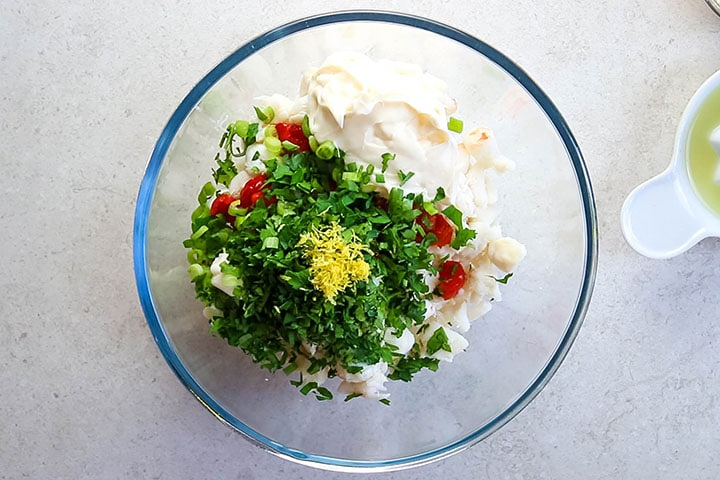 The mayonnaise, parsley and lemon zest added to the crab mixture