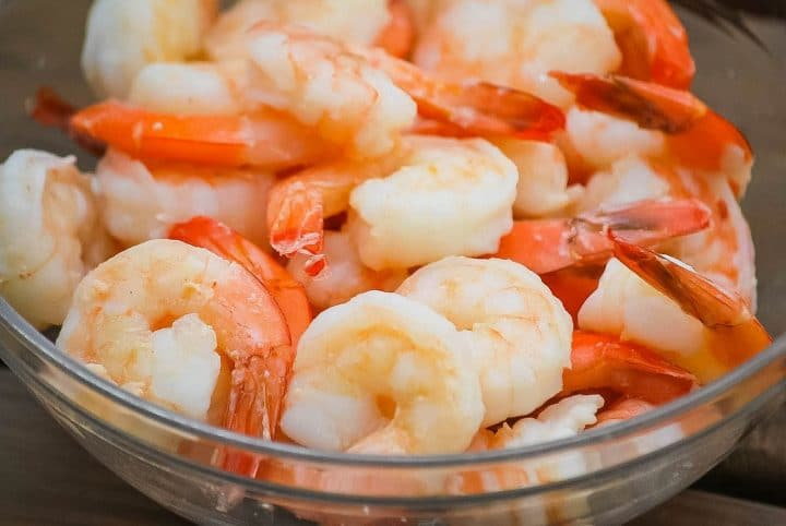 cooked shrimp in a glass bowl