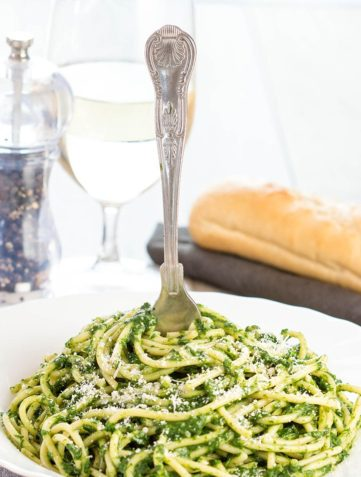 Spaghetti with Spinach Sauce