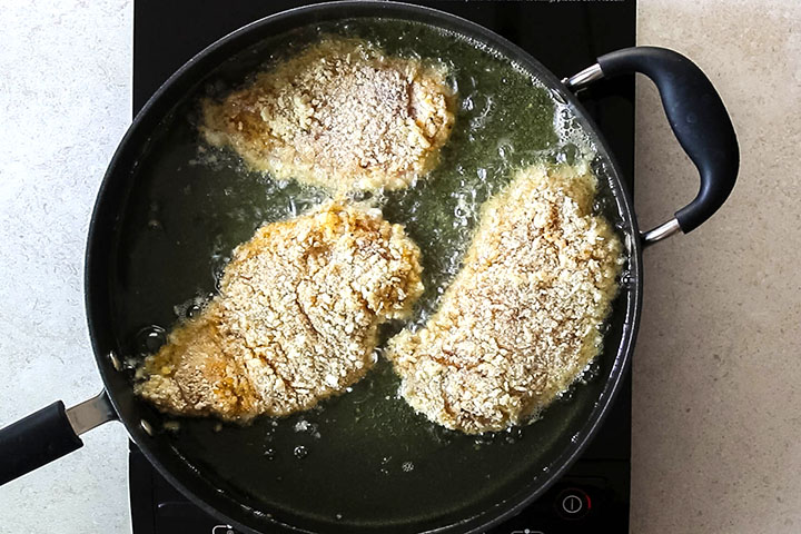 Breaded chicken cooking in the oil