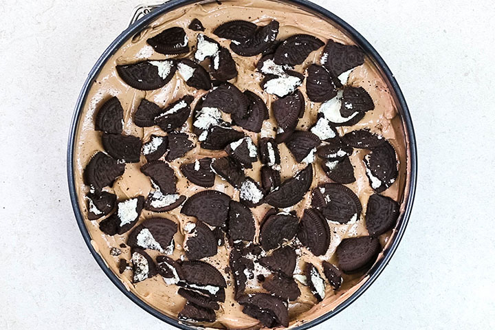The crushed Oreos crumbled onto the cheesecake.