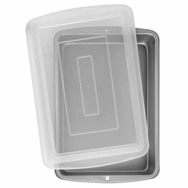 Wilton 9x13 inch pan with lid