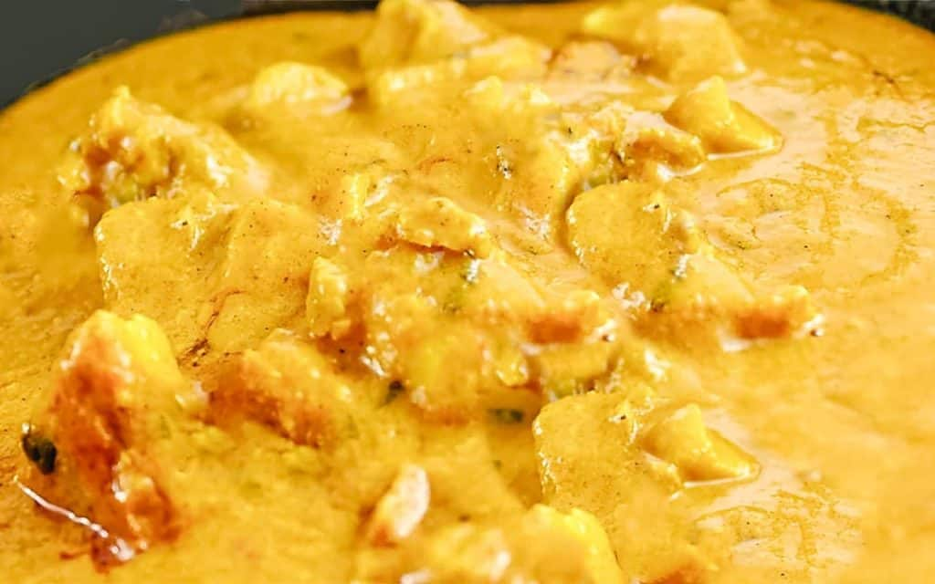 the cooked chicken korma in the pan