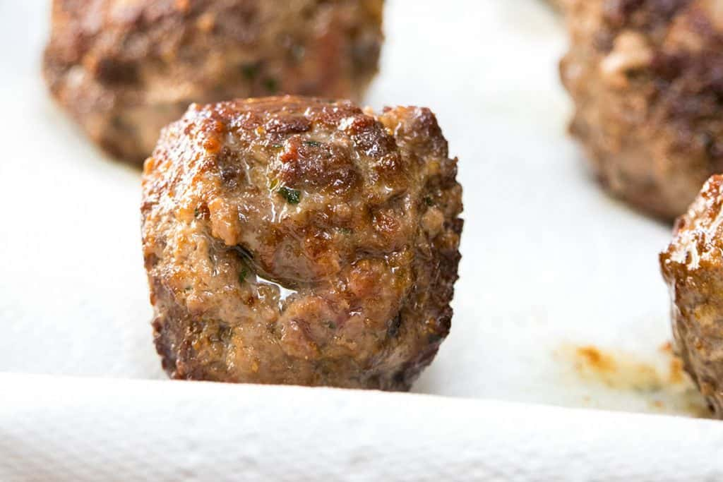 cooked meatballs on kitchen paper