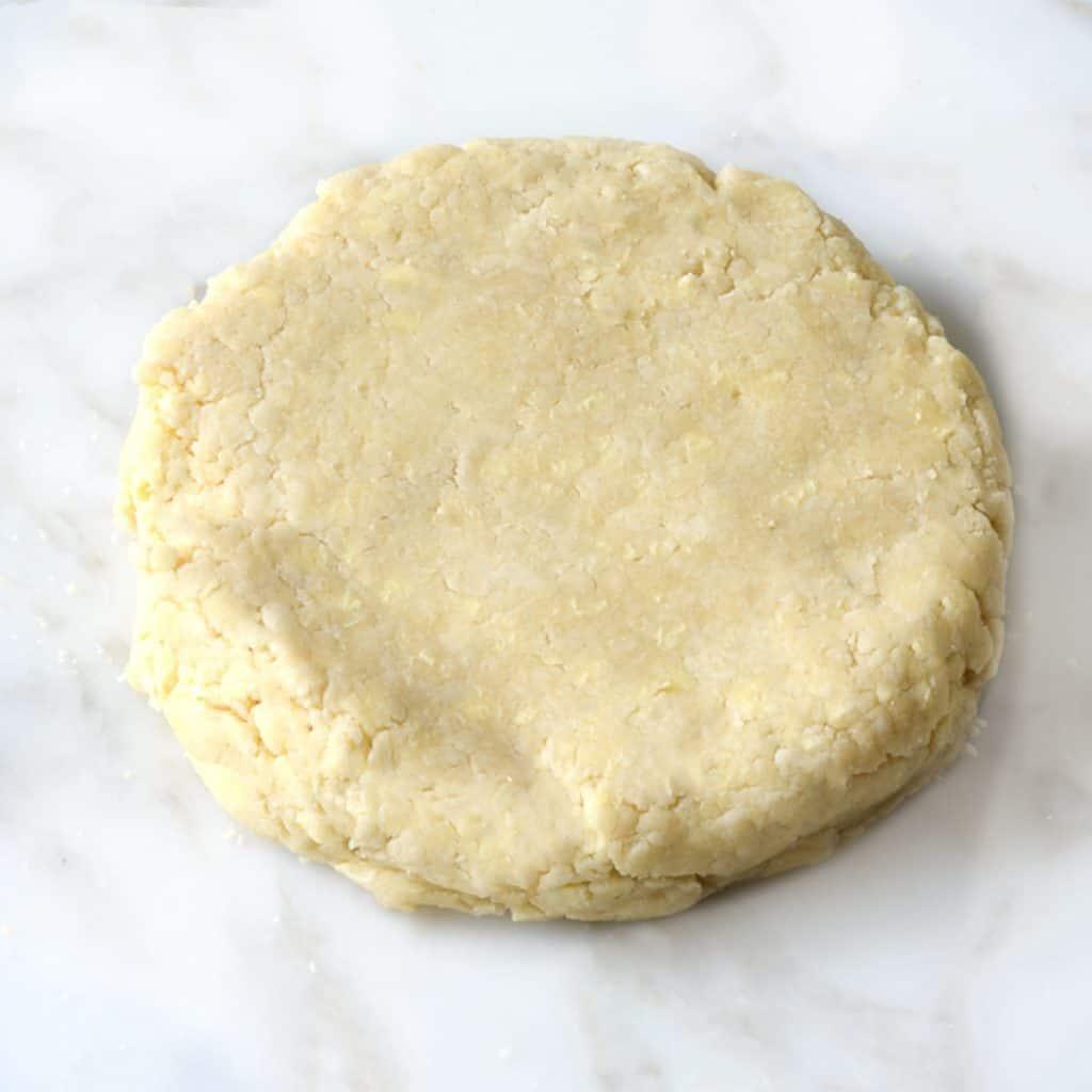 a disk of pie dough