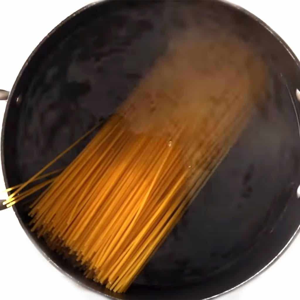 spaghetti in a pot of water