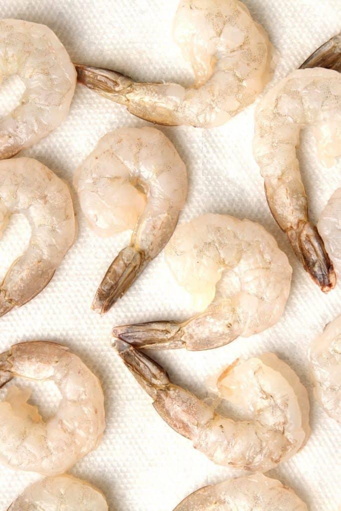 raw shrimp on paper towels